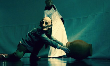 """Iraqi Play """"Pillars of Blood"""" Reveals Memories of The War-Torn Country"""