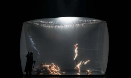 """""""En Masse"""" Is An Arresting Fusion Of Circus, Dance, And Classical Music"""