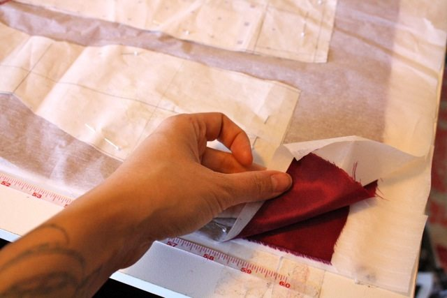 Cutting between tissue paper