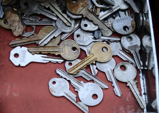 pile of old keys samantha-lam-zFy6fOPZEu0-unsplash