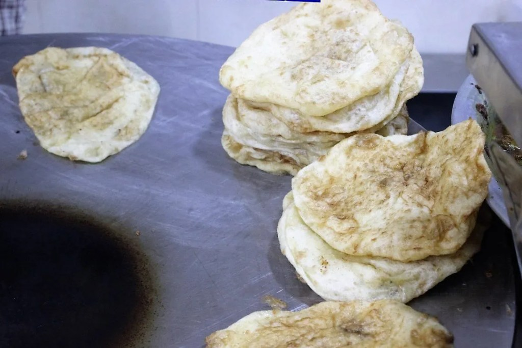 bhature ready to be served at Sita Ram Diwan Chand