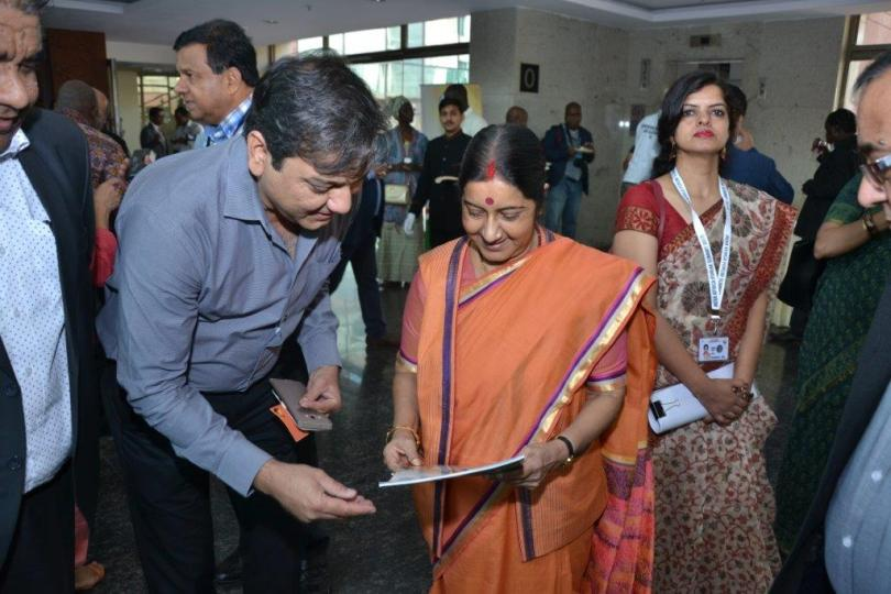 Mr Kirit Sobti Presenting the Times of Africa Magazine to the Hon'ble Minister of External Affairs Ms Sushma Swaraj in 2015