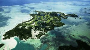 Tourist hotspot Mauritius hit by oil spill