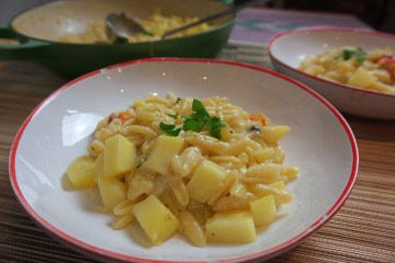 Pasta with potato and somky provolone cheese
