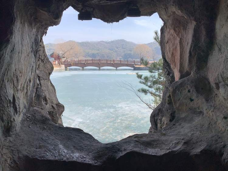 A view of the frozen reservoir to go in korea