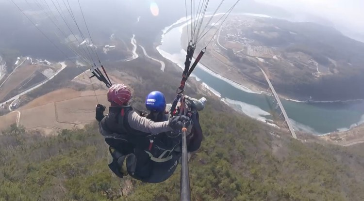 Paragliding over the Han river in Danyang