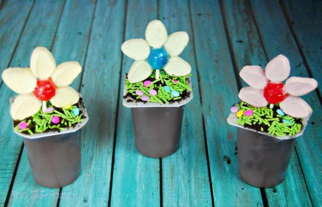Make Flower Pot Pudding Cups - a perfect treat for kids for Easter | The TipToe Fairy #SnackPackMixin #ad