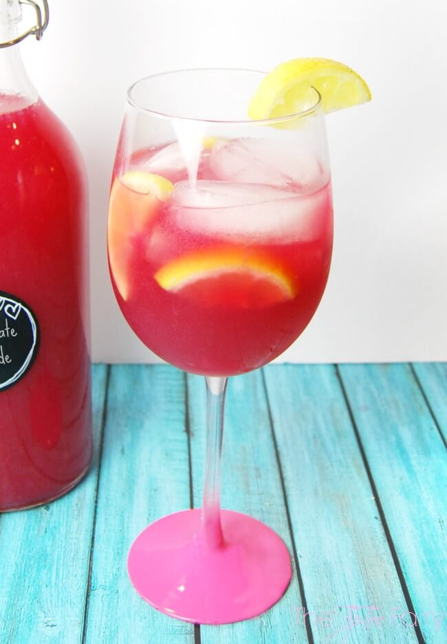 Easy Peasy Pomegranate Lemonade - a delicious drink made with pomegranate juice and frozen lemonade! This beverage takes just minutes! | The TipToe Fairy