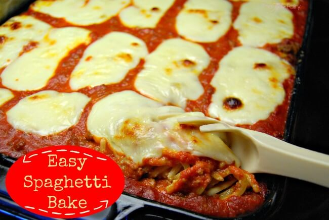 Easy Baked Spaghetti Casserole - my absolute favorite comfort food dish! | The TipToe Fairy