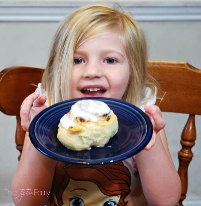 Weekend Breakfast with Pillsbury™ Grands! Cinnamon Rolls - easy for kids to make! @Pillsbury #ad | The TipToe Fairy