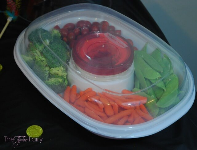 Rubbermaid Party Platter & Party Serving Kit for your Holiday Parties! AD #IC #GobbleAgain   The TipToe Fairy