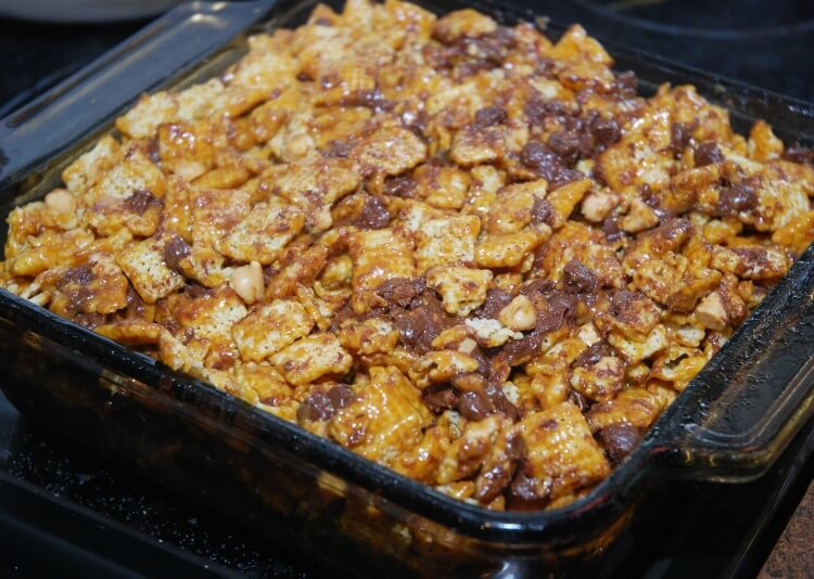 Turtle Peanut Butter Chex Mix will satisfy that sweet tooth! #food #foodie