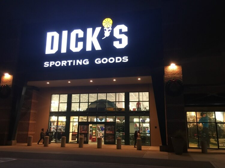Get the #GiftThatMatters @DICKS & help save youth sports! #ad https://ooh.li/282d193