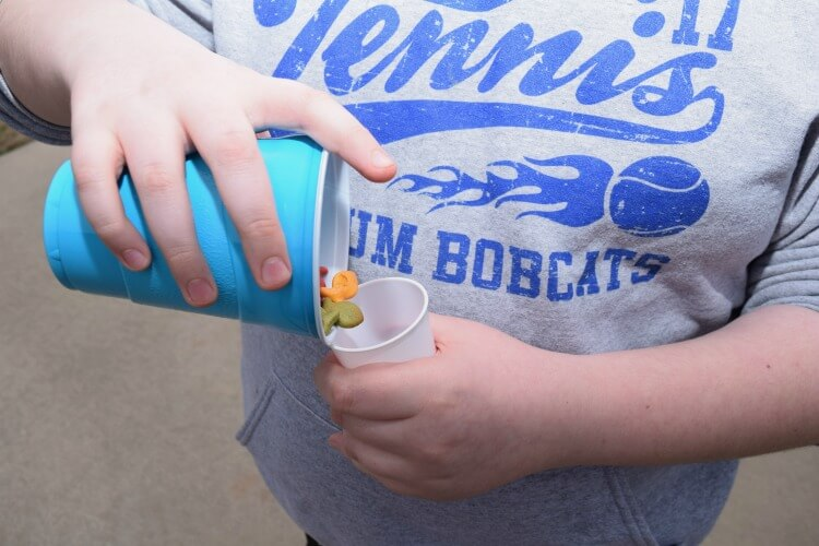 It's #GoldfishGameTime w Goldfish Crackers in a Bucket w/supplies @walmart & @GoldfishSmiles #ad