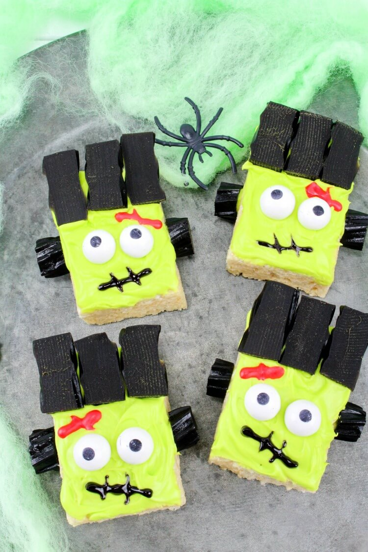 See how to make Frankenstein Monster Rice Krispies Treats! #Easy & perfect for #Halloween class parties!