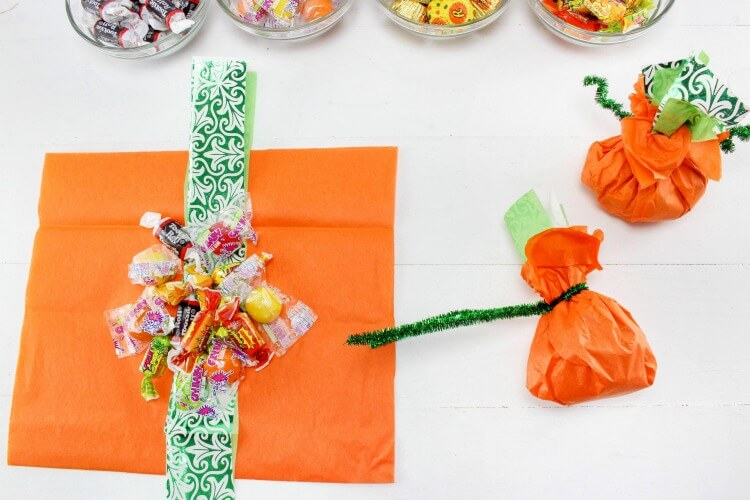Make some Last Minute Pumpkin Goodie Bags - perfect for the #Halloween class party!