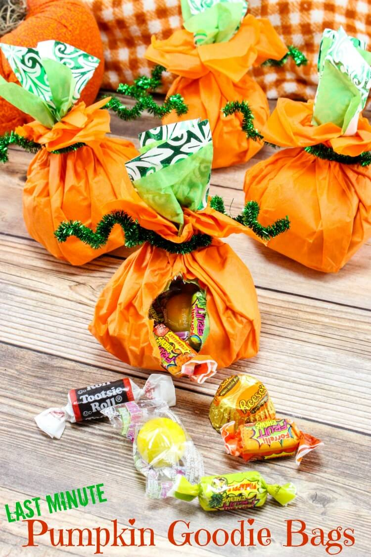Last Minute Pumpkin Goodie Bags stuffed with candy - perfect for the #Halloween class party!