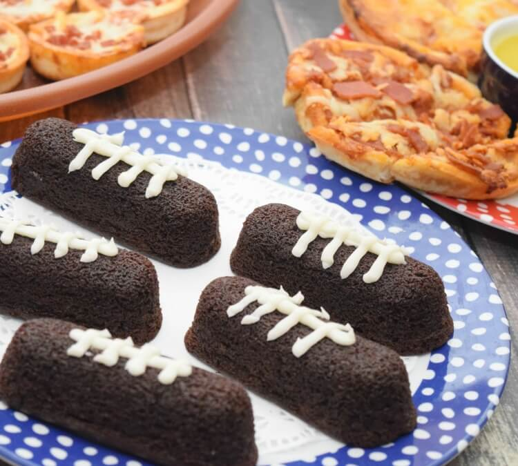 Easy Chocolate Football Snack Cakes for #RedBaronGameTime! #ad