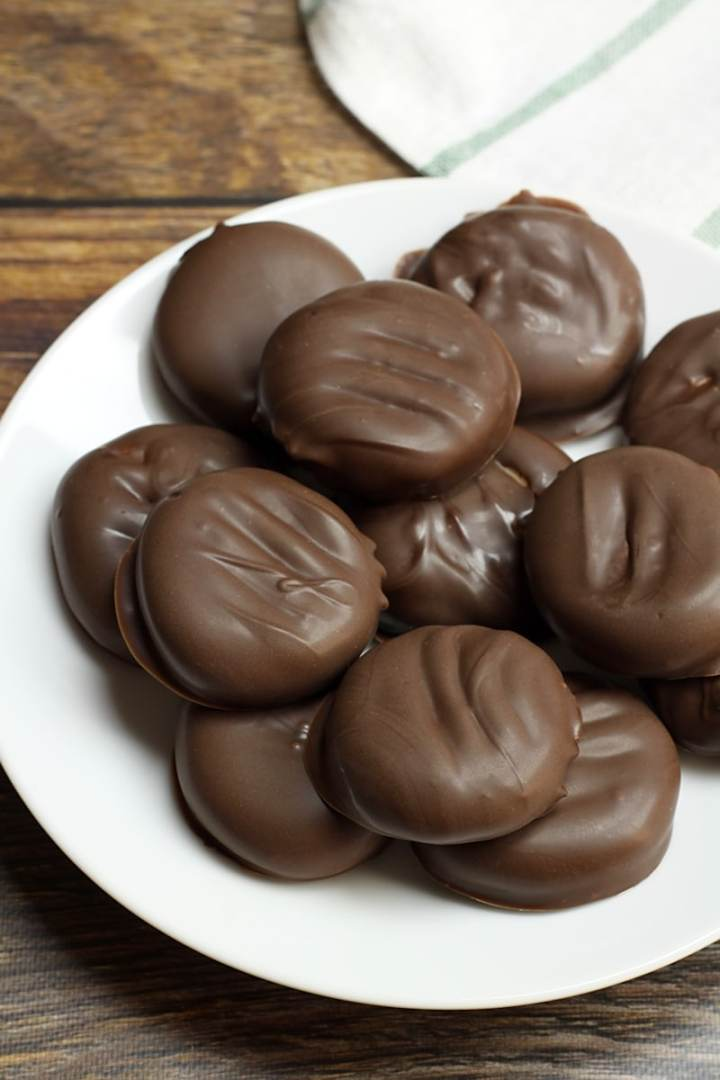 Easy Homemade Peppermint Patties by The Toasty Kitchen