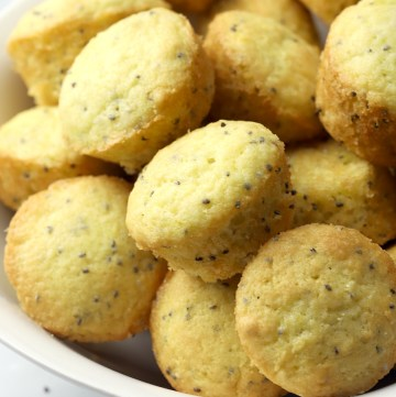 Mini muffins filled with chia seeds and lemon zest.