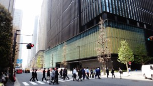 Otemachi Tokyo office workers crossing street