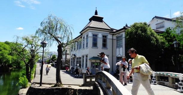 7. Kurashiki bikan district bridge tourists
