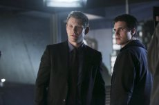 """The Tomorrow People -- """"Brother's Keeper"""" -- Image Number: TP114a_0447.jpg -- Pictured (L-R): Mark Pellegrino as Dr. Jedikiah Price and Robbie Amell as Stephen -- Photo: Katie Yu/The CW -- ©2014 The CW Network, LLC. All rights reserved."""