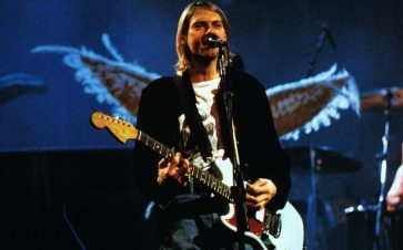 kurt-cobain-angel-guitar