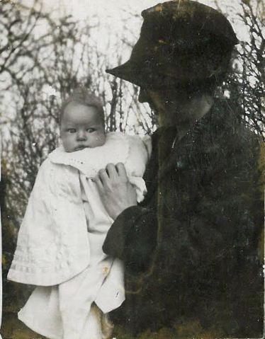 Asta med Dreislers barn ved barnedåb
