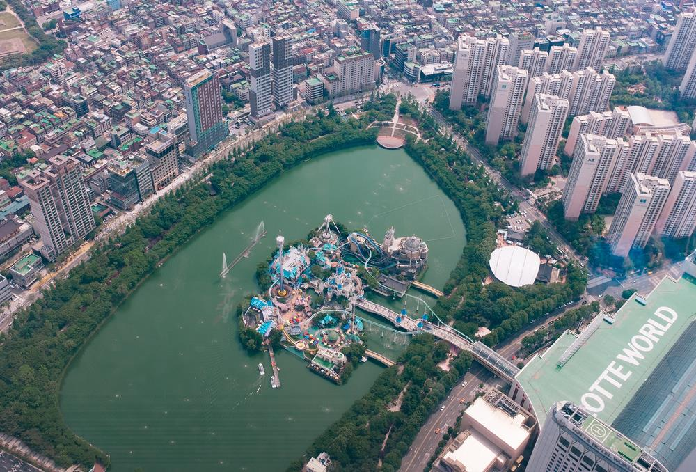 The Lotte World Park seen from the observation deck