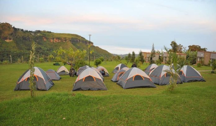 The camping set up (C), Lodgings (R) (Picture: Twitter)