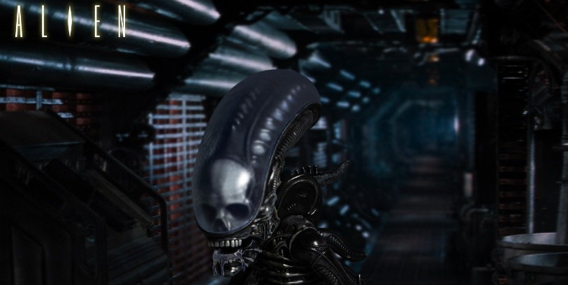 Mezco Toyz Deluxe Alien