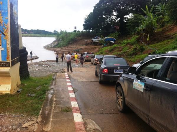 thailand laos border crossing chiang khong huay xai