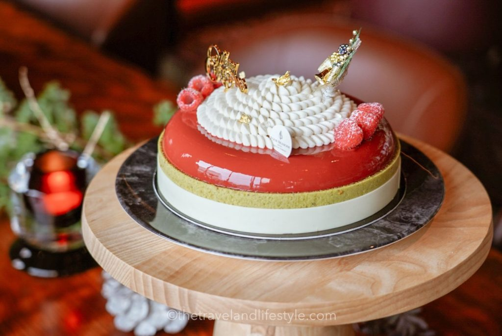 Four Seasons Hotel Tokyo at Otemachi_Festive Cake