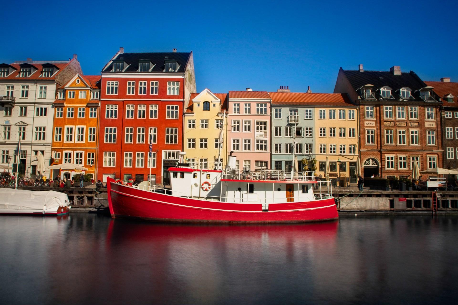 places-to-visit-copenhagen-nyhavn