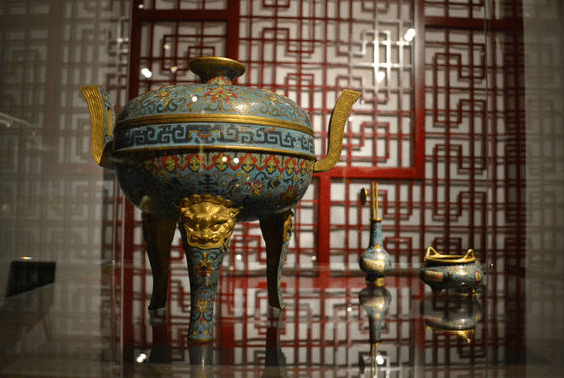 The Politics Behind the Chinese Exhibition in Prague 2014