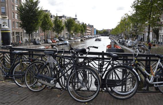 , Prague vs. Amsterdam: Clenliness, Transportation & Alcohol, The Travel Bug Bite