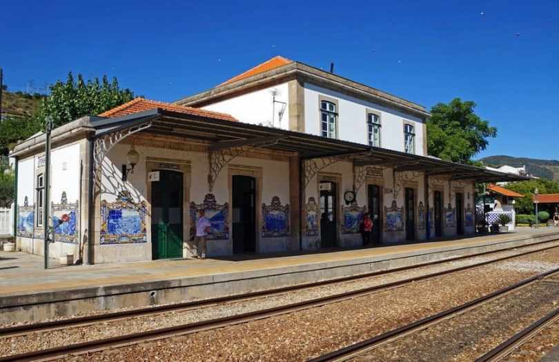 Pinhão-train-station