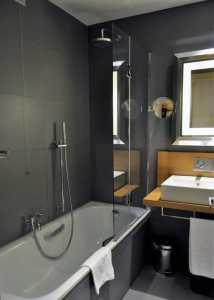 Hotel NH Roma Vittorio Veneto bathroom
