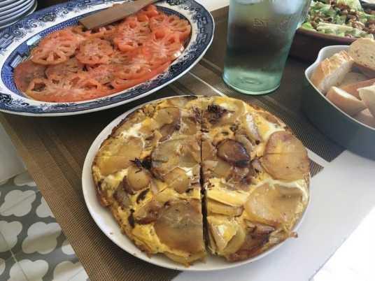 Fritatta and tomato salad