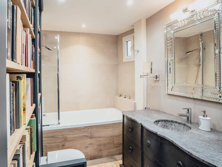 bathroom with bookshelf