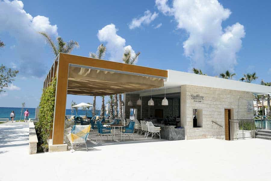 Saffire Pool Bar, Amavi Hotel