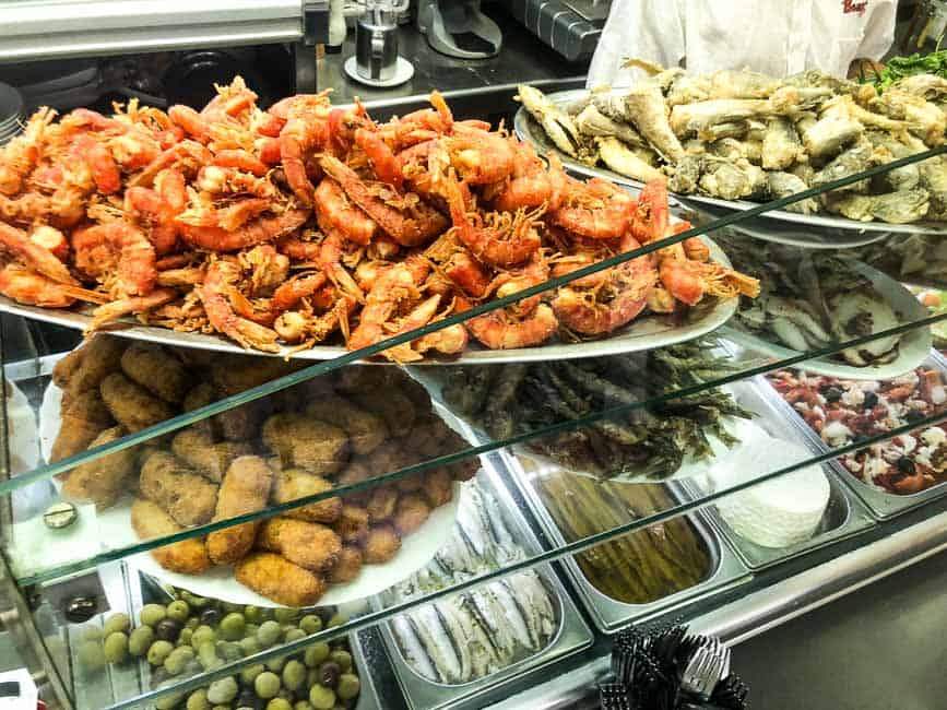 Valencian food on shop counter, prawns fish