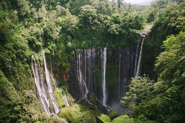 famous-tourist-places-in-indonesia