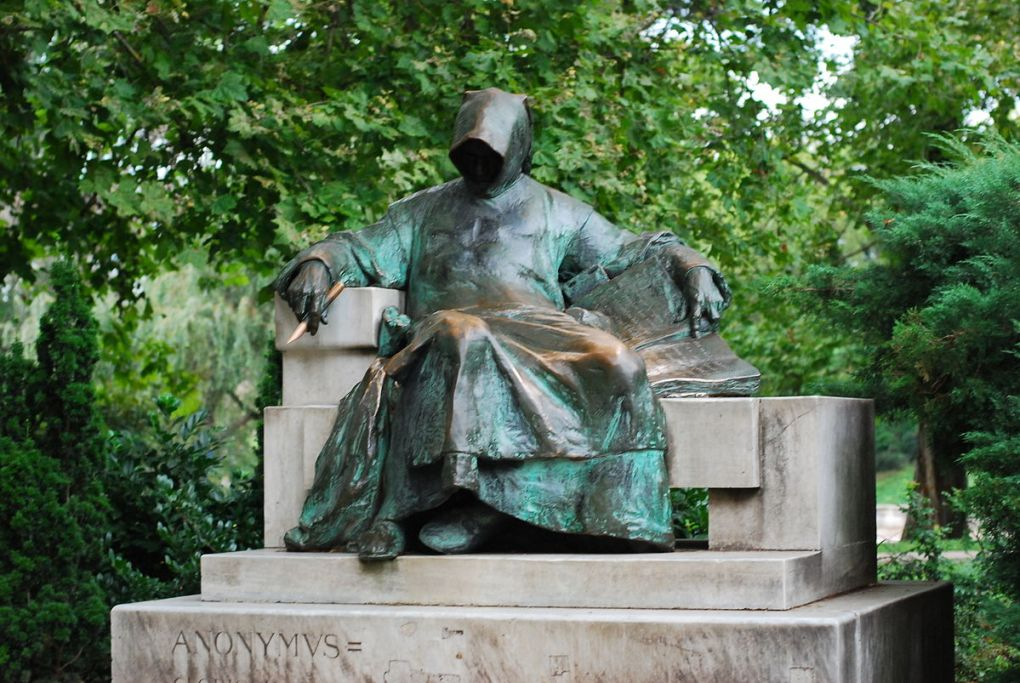 Countries in need: Anonymous Statue in Budapest