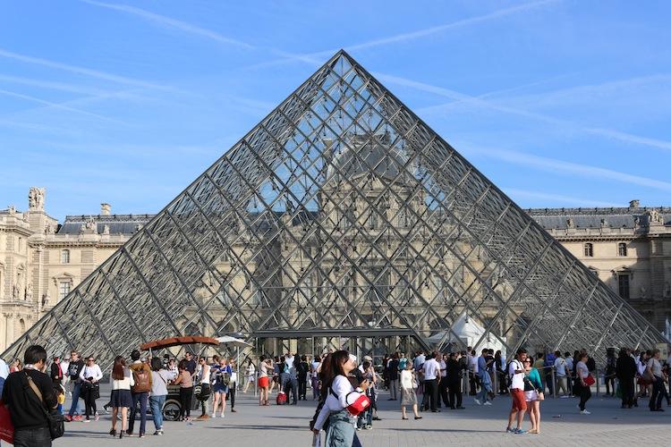 Louve pyramid