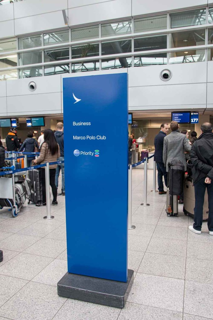Cathay Pacifc Check-in Düsseldorf The Travel Happiness