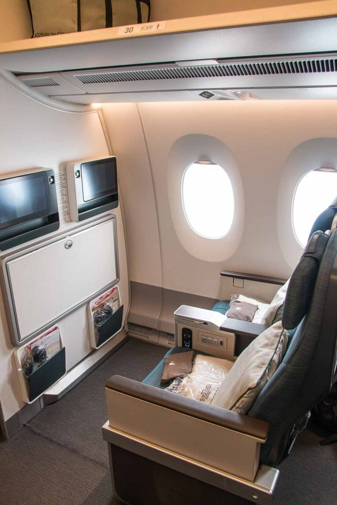Cathay Pacifc Premium Economy Class Erfahrungsbericht Airbus A350 The Travel Happiness-3