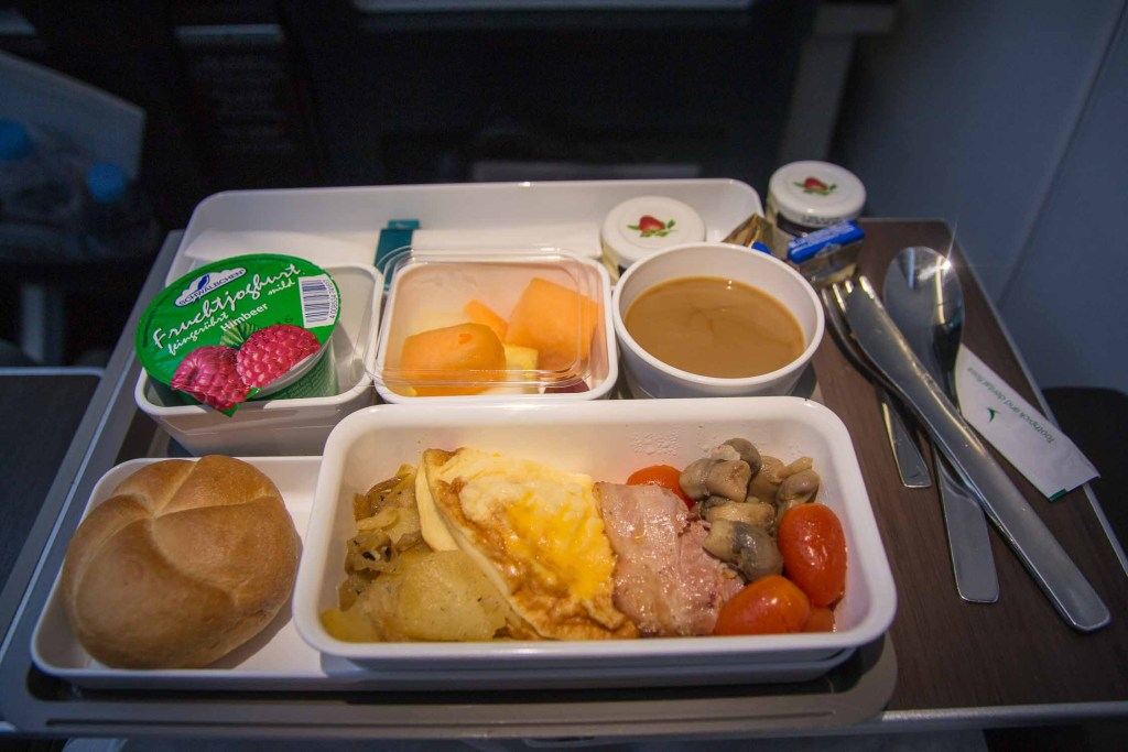 Cathay Pacifc Premium Economy Class Service Essen The Travel Happiness-4