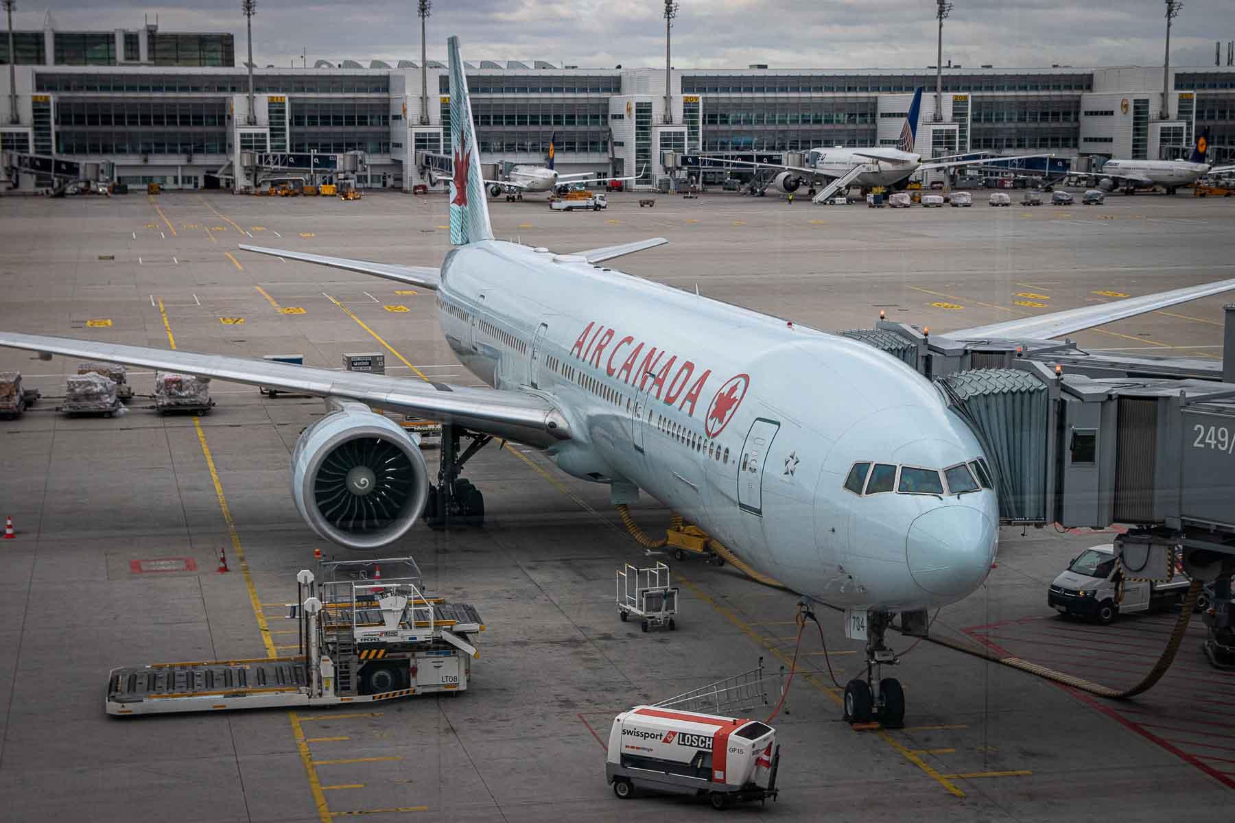 Air Canada Boeing 777 Economy Class-2